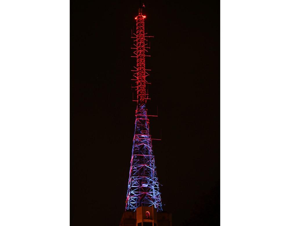 Alexandra Palace mast lit